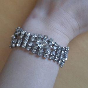 "Vintage Rhinestone Studded Clasp Bracelet 7.25"""